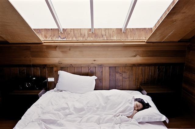 朝日が部屋に差し込みスッキリと自然に目覚められる環境