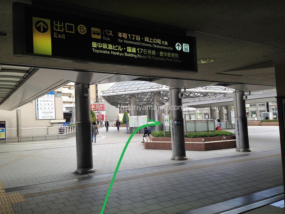阪急豊中駅南改札出たところの邪魔なサボりベンチ