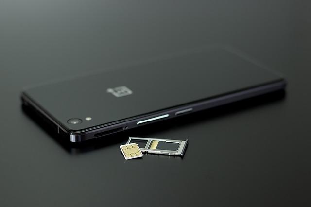 スマホに格安SIMを入れる例