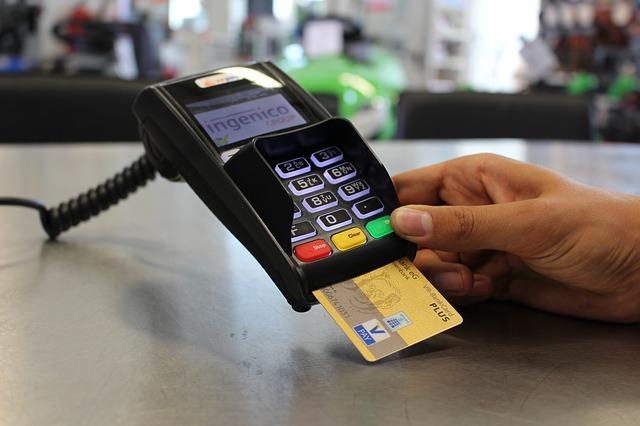 mineoはデビットカードで決済できる?:基本はクレジットカードで決済する