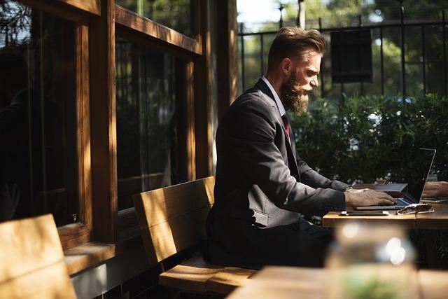 「引越し侍」ならネットで簡単に、引っ越し業者各社の見積もり料金・相場・サービス・口コミ評価点がリアルタイムで一覧表示され、その場ですぐ比較ができ、そのまま依頼もできてしまう!だから大量の営業電話はかかってこない!