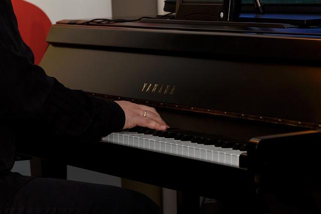 NHK「テレビ体操」新ピアノ演奏者に能條貴大さん